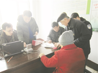 龙江银行佳木斯分行开展新型农村社会养老保险工作