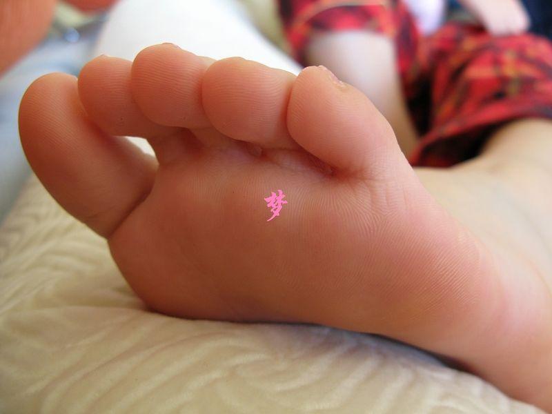 喜欢女孩子脚丫没什么错!