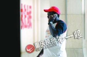 非洲男子在重庆打黑工挨罚1000元 限期出境