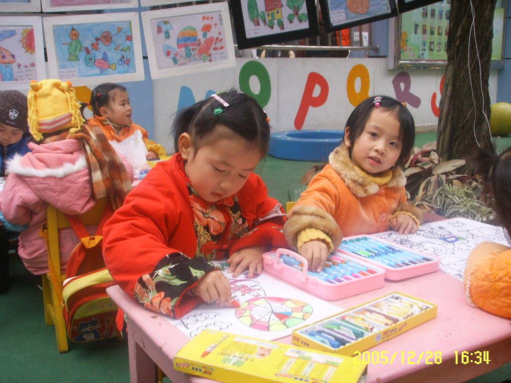 县幼儿园庆元旦幼儿现场绘画展活动之一