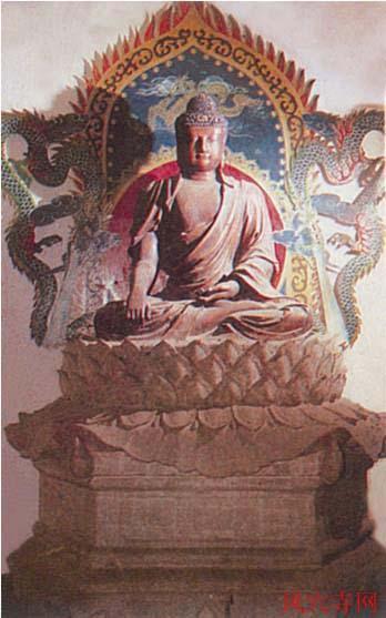 明代木雕佛像:在中佛殿内