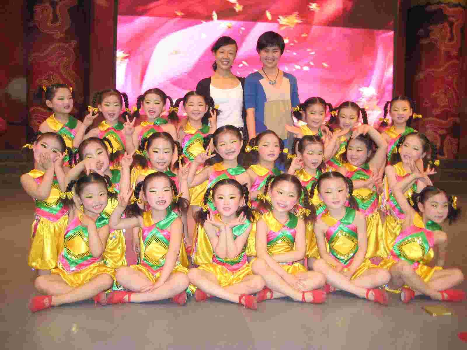 舞蹈充分体现出孩子的活泼,勇敢,好学,上进.看!孩子们精彩的展示.