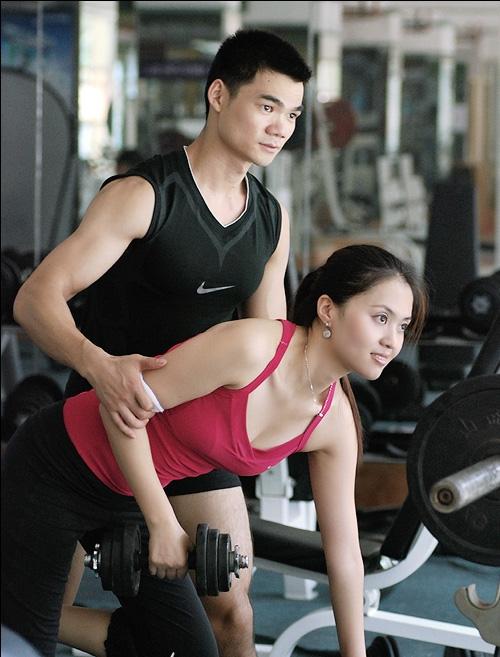 健身房私人美女教练_健身房私人教练??-健身私教的用处大不大?
