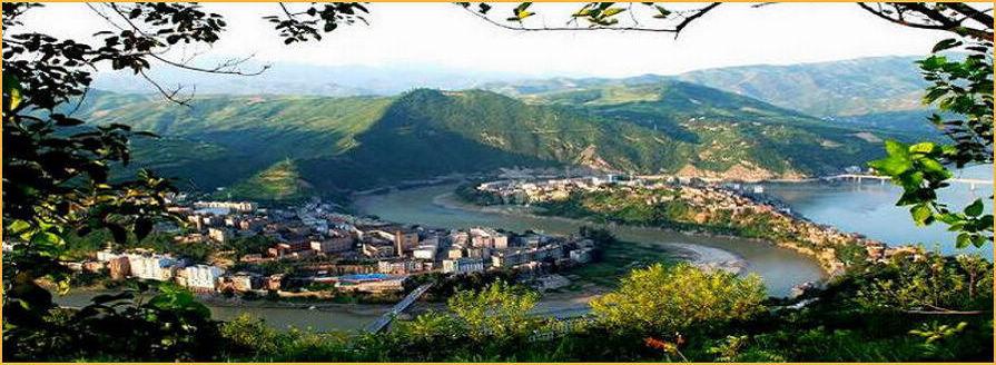 在陕西东南部,秦巴山区东段,汉水上游,旬河与汉江交汇处的旬阳