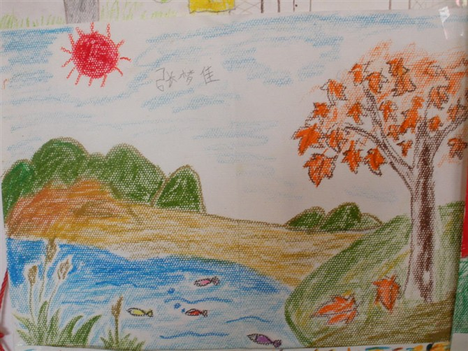 金色的秋天,小朋友们和爸爸妈妈一起到户外一起欣赏秋天美丽的景色,并图片