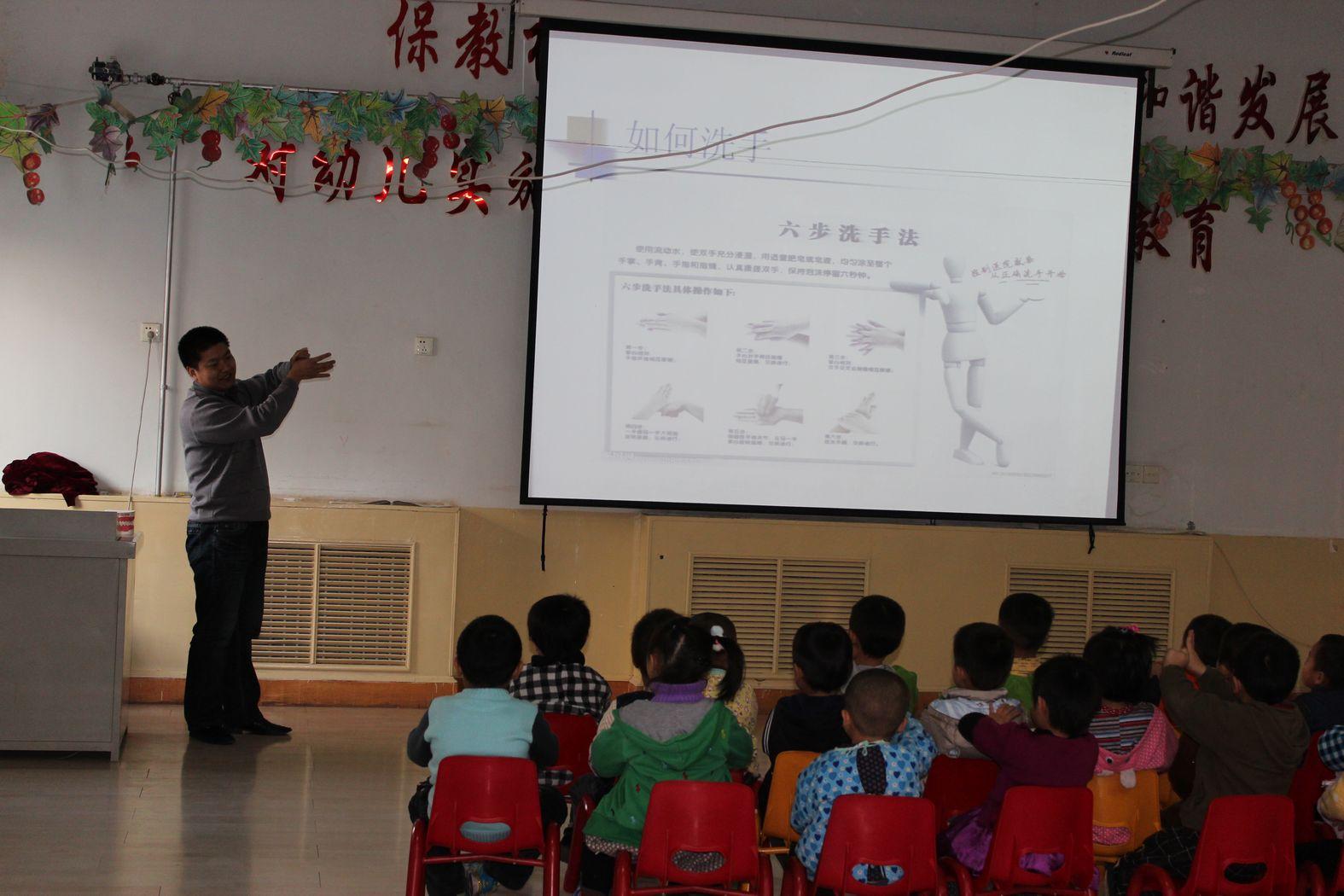 幼儿园中班语言区域; 我为孩子当老师——我园开展