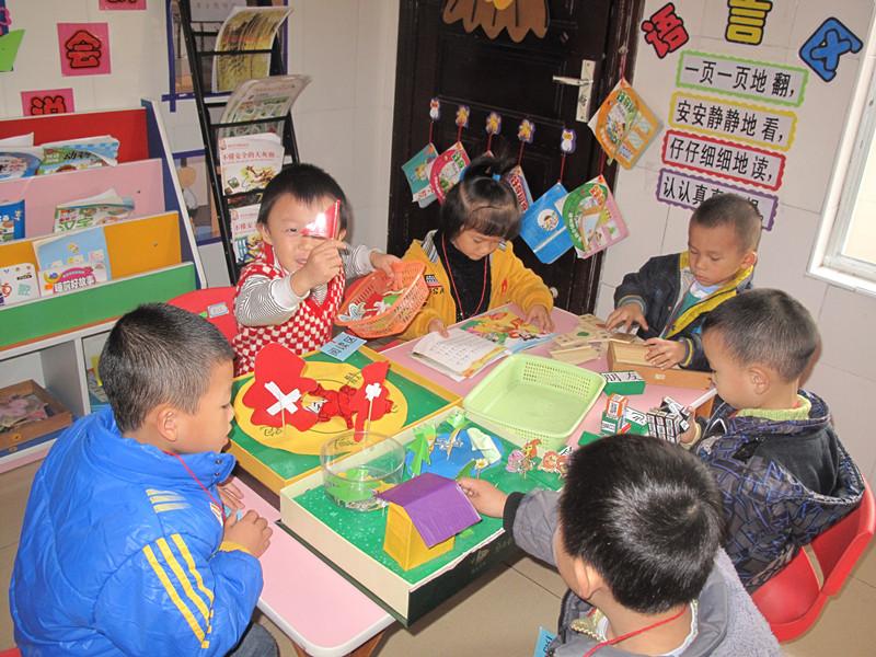 区域活动是幼儿通过游戏参与活动达到一定教学目标的活动,它具有自由