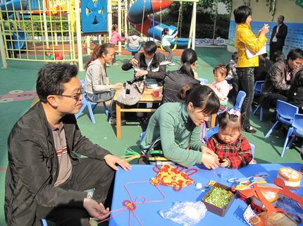 """""""变废为宝""""--幼儿园手工亲子制作比赛:制作过程记实"""