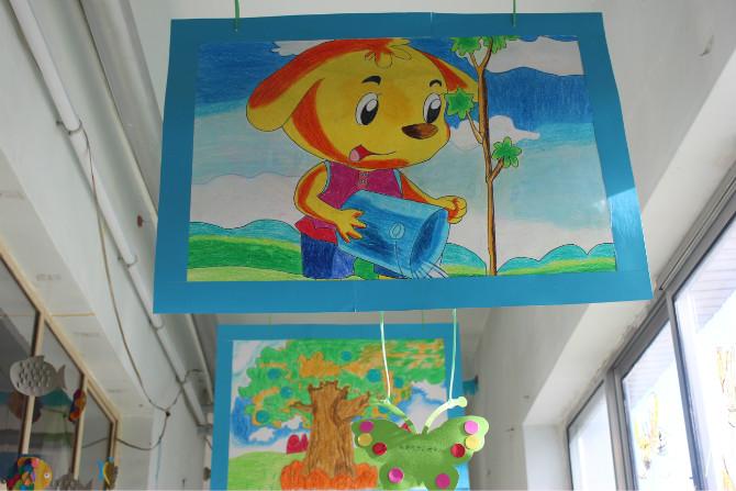 布置小学生教室窗户的小动物