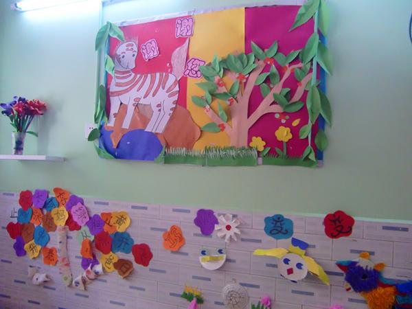 幼儿园的主题墙是一个展示孩子作品的平台