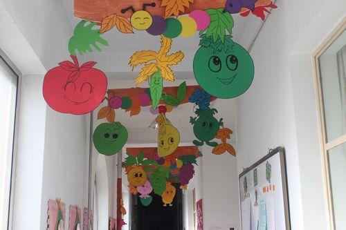 幼儿园走廊墙面布置; 幼儿园亲子照片布置