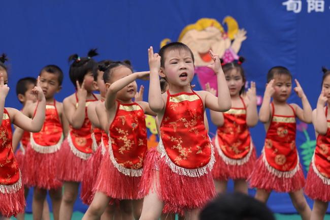 幼儿园小班亲子活动教案:歌舞表演